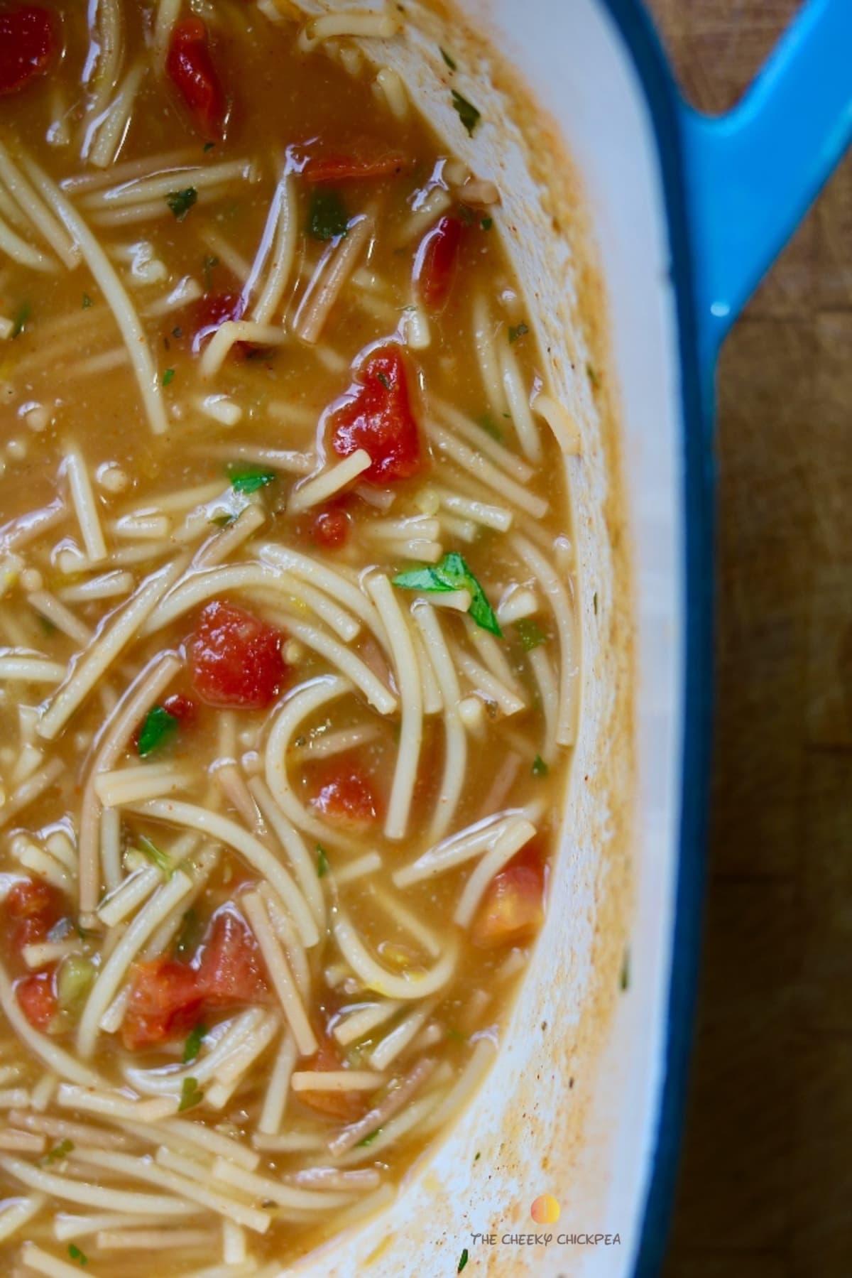 sopa de fideo in a blue pot